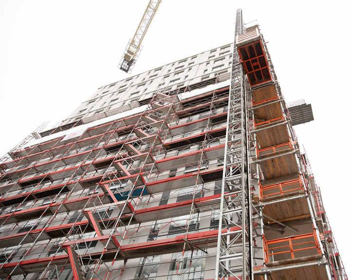 Byggställning och bygghiss