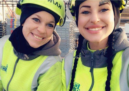 Ställningsmontörer - Emma och Felicia
